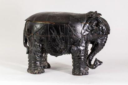 Tabouret simulant un éléphant et découvrant...