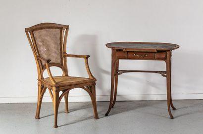 Mobilier Art nouveau comprenant    Un fauteuil...
