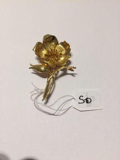 BROCHE « fleur » en or jaune (750 millièmes)...