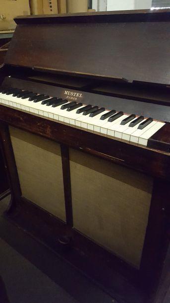 CELESTA MUSTEL CELESTA MUSTEL  4 octaves do/do  Larg : 88,5 cm  Prof : 40 cm  Haut...