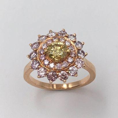 BAGUE « fleur » en or rose (750 millièmes)...