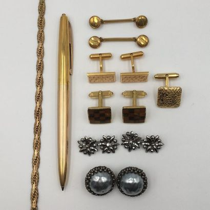 LOT de bijoux et montres divers en métal...