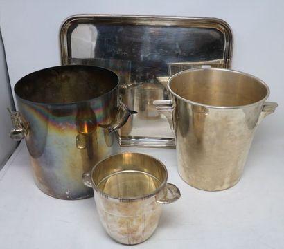 LOT en métal argenté comprenant : Deux SEAUX...
