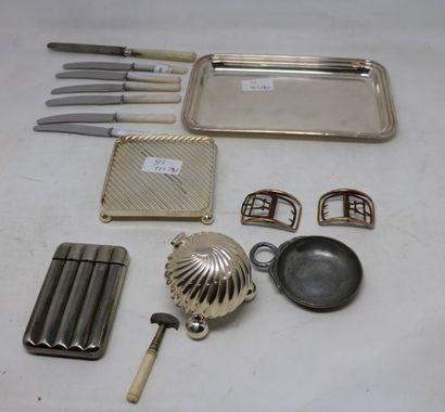 LOT en métal comprenant : - PLATEAU A LETTRES...