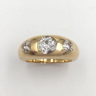 BAGUE jonc dite « Gipsy » en or jaune (750 millièmes) serti de trois diamants...