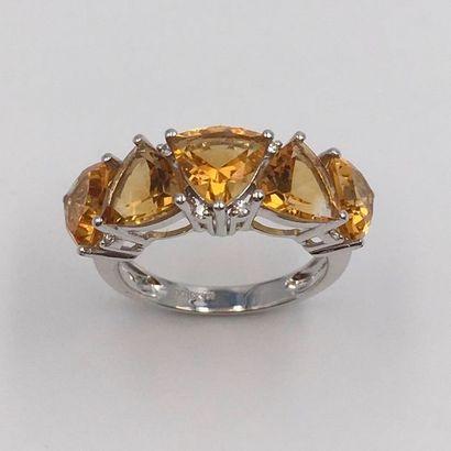 BAGUE « jarretière » en or gris (750 millièmes)...