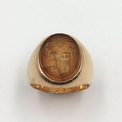BAGUE chevalière en or jaune (750 millièmes)  serti en intaille sur cornaline représentant...