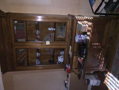 Bibliothèque scibane en acajou, ouvrant par deux portes votrees é,n partie haute...