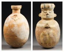 Ensemble composé de trois vases à décors...