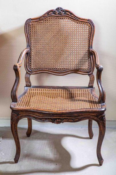 Paire de fauteuil canné en chêne sculpté...
