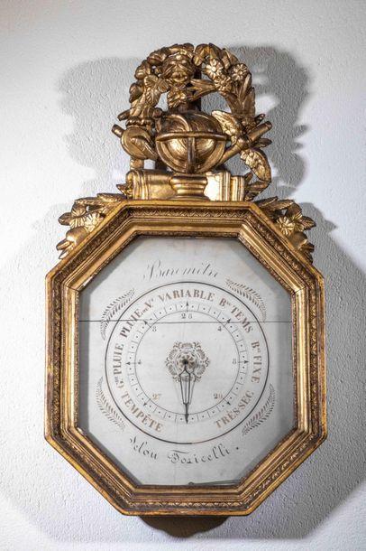 Baromètre octogonal en bois et stuc doré,...