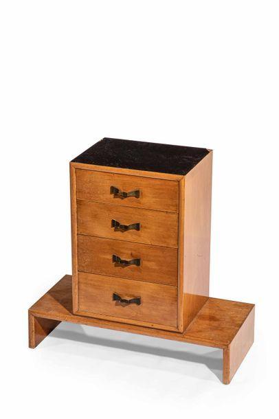 Eugène PRINTZ ( 1889-1948)  Petit meuble...
