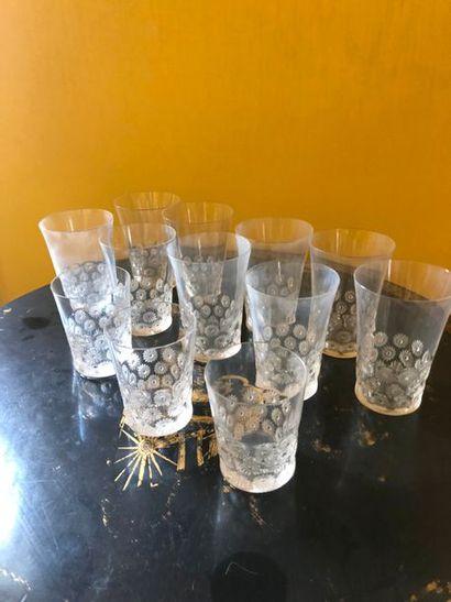 #Lalique, France  Suite de de 12 verres modèle...