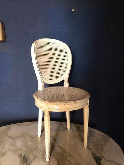 #Suite de 4 chaises médaillons cannées et...
