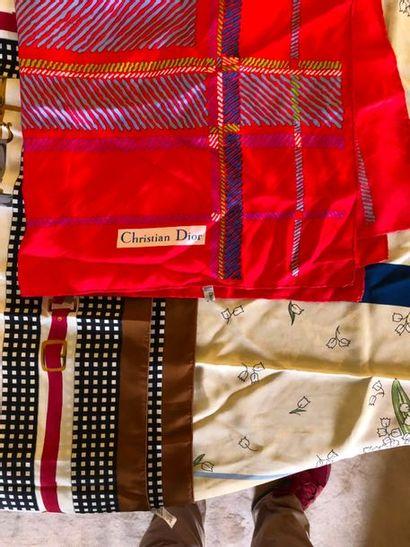 #Lot de 3 carrés en soie, divers marques