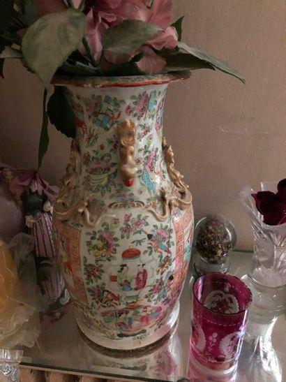 #Vase de forme balustre en céramique polychrome...