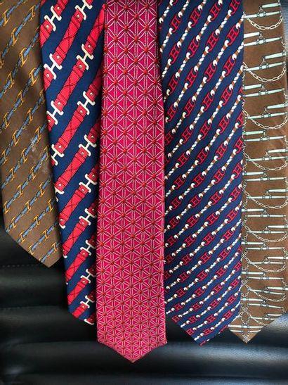 #Hermes Paris  Lot de 5 cravates