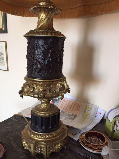 #lampe à abat-jour, le corps en bronze doré et bronze patiné
