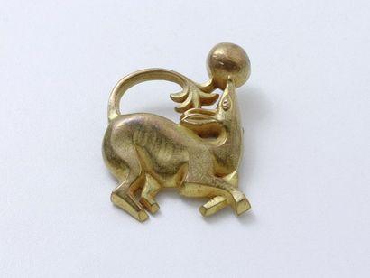 PAULE INGRAND Broche en bronze doré stylisant...