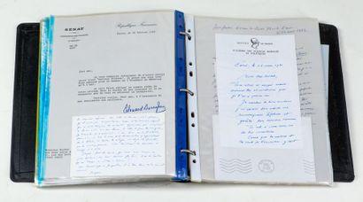 Ensemble de 30 documents autographes pour...