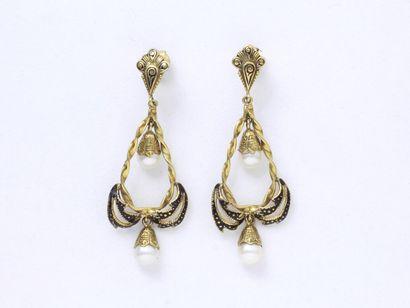 Paire de pendants d'oreilles en or 585 millièmes,...
