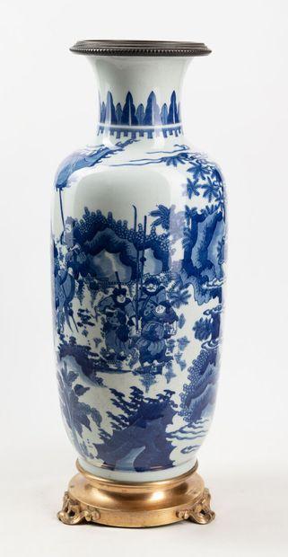 Vase balustre,Chine, signé d'un double cercle,...