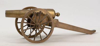 Maquette de petit canon en bronze, très bonne...
