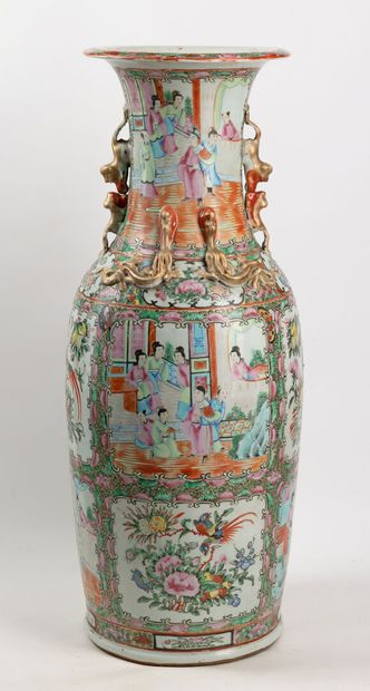 Chine Canton: Grand vase de forme balustre...