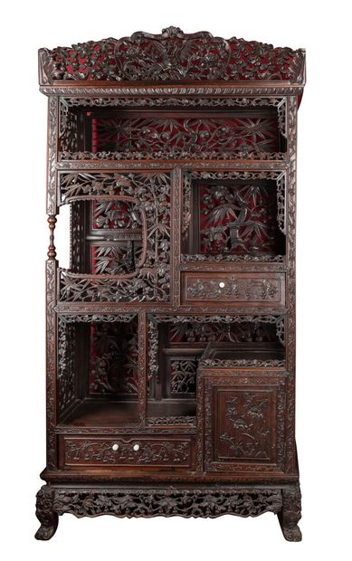 Grand meuble en bois exotique ouvrant en...
