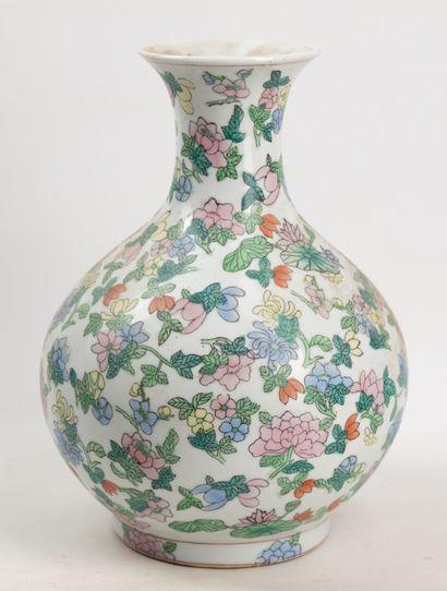 Vase rond à décor de fleurs, XXeme, H 32...