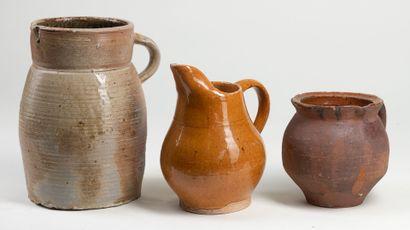 Trois cruches, terre cuite vernissé, H :...