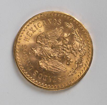 Une pièce en or de 50 pesos 1945. Ce lot est vendu sur désignation.