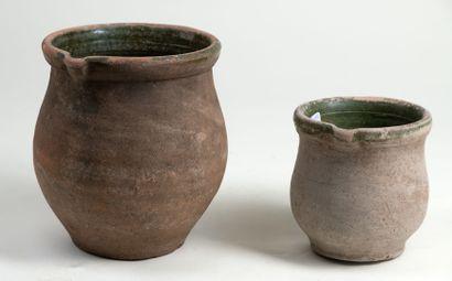 Deux gourdes a anses double en terre cuite et glaçure verte en Pré d'Auge, H21 et...