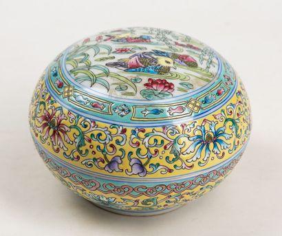 Une boîte en porceleine de Chine