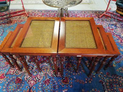 Ensemble de 6 tables gigognes cannées avec plateau de verre.  Grand Hauteur 52cm...