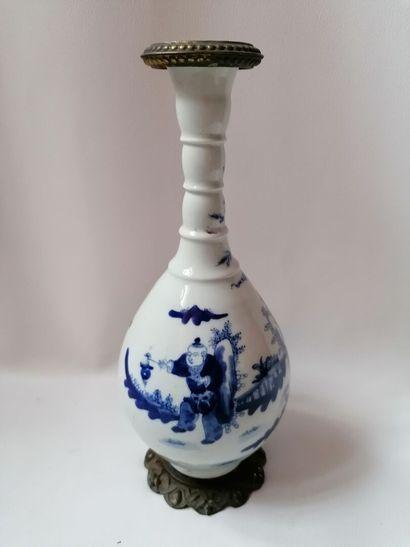 Vase en porcelaine de Chine bleu et blanc,...