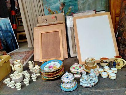 Ensemble divers en porcelaines de Limoges,...