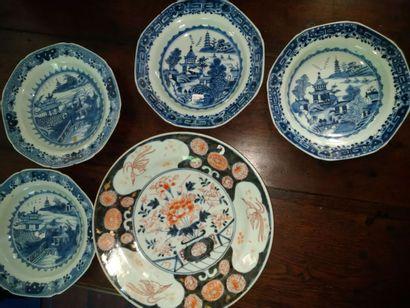 Japon : Imari XIXe, on y joint 5 assiettes...