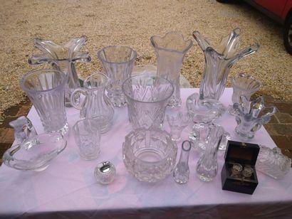 Ensemble de verrerie et cristal : St Louis,...
