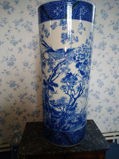 Chine : Porte parapluie bleu en porcelaine...
