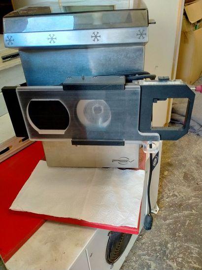 Machine réfrigérée à viande hachée