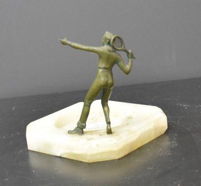 Art deco ashtray with bronze tennis player. Ht 13 cm.