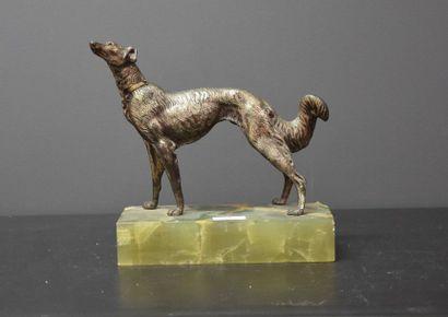 Lévrier en bronze argenté sur socle en onyx...