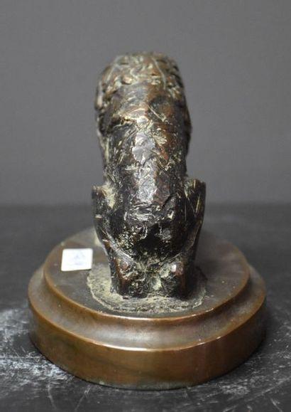 Contemporary Animal Bronze Knife technique. Anonymous. Ht 12 cm.