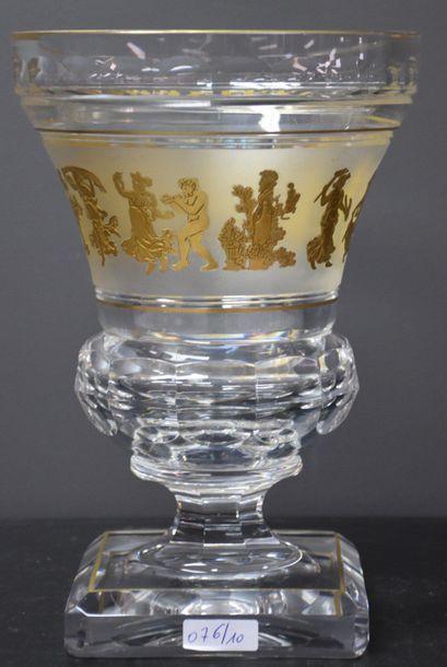 Vase en cristal du Val Saint Lambert .