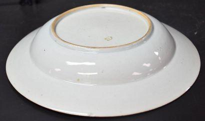 Chinese porcelain plate XVIII th century, Imari design. Slight shine
