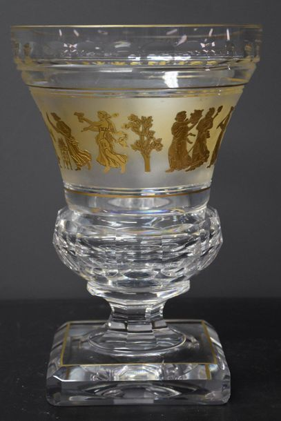 "Val Saint Lambert crystal vase . ""The dance of flora"". Ht 25 cm ."