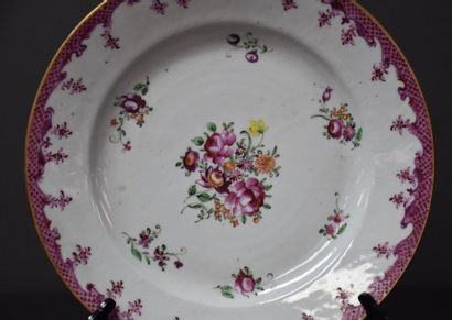 Chinese porcelain plate of the Compagnie des Indes XVIII th century, very slight...