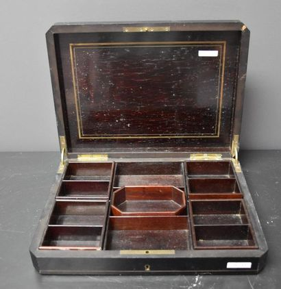 Boulle marquetry box, Napoleon III period. Dimensions : 31 X 23 CM. Height : 6 ...