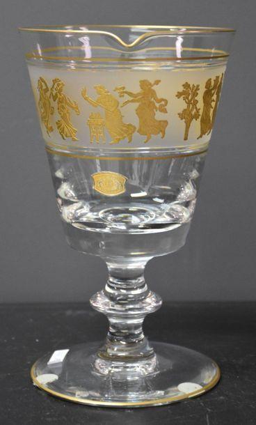 "Val saint Lambert crystal jug, ""la danse de Flore"". H : 21cm."